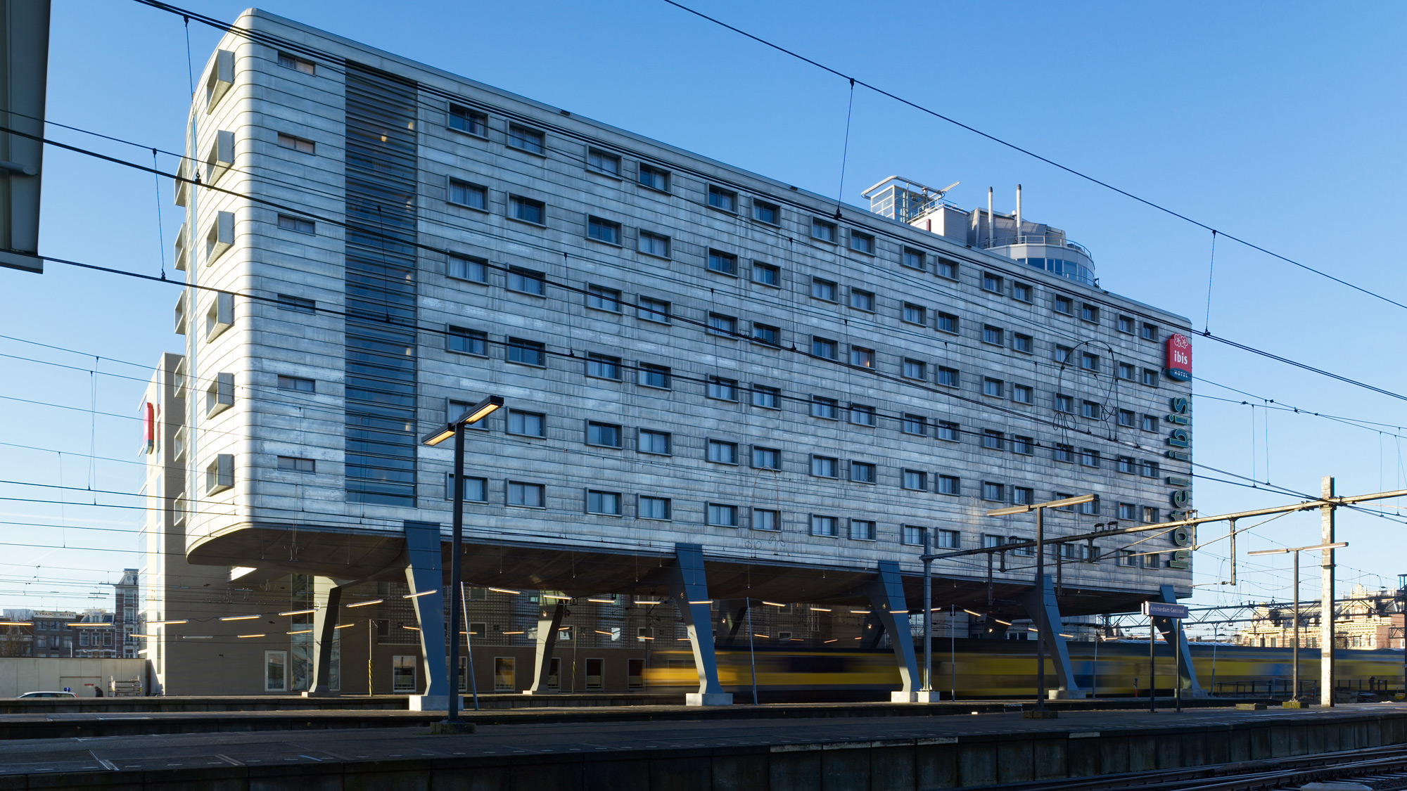 Hotel ibis amsterdam centre ruland architecten for Ibis hotel amsterdam